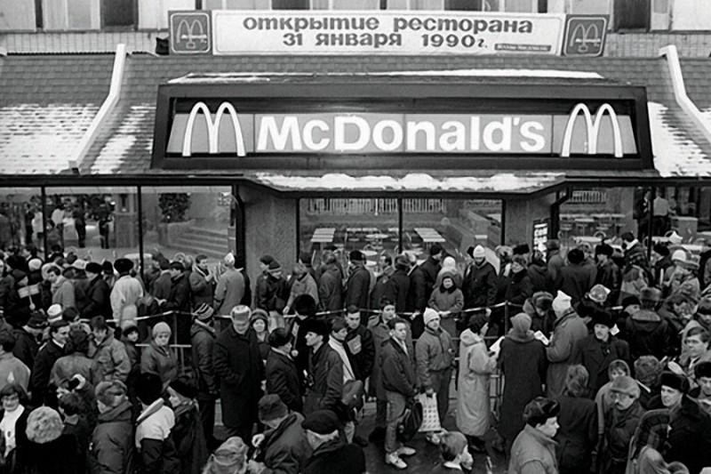 """Открытие первого ресторана """"Макдональдс"""" в Москве, 1990 г. дефицит, люди, мечта"""