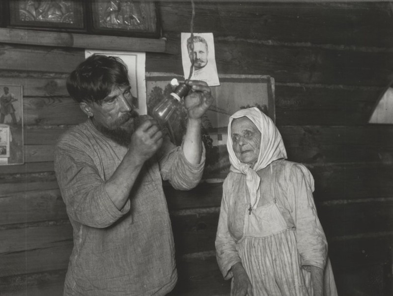 Аркадий Шайхет. «Лампочка Ильича», село Кашино, 1925 г.  дефицит, люди, мечта