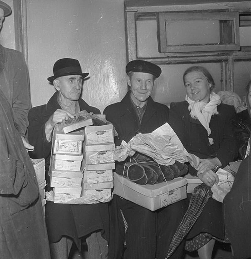 Дмитрий Бальтерманц. В обувном магазине, Москва, 1954 г.  дефицит, люди, мечта