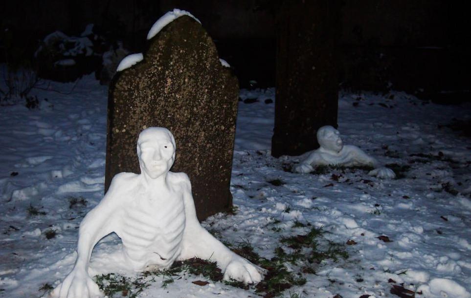 Некоторые люди просто смеются в лицо смерти  кладбище, прикол, черный юмор, юмор