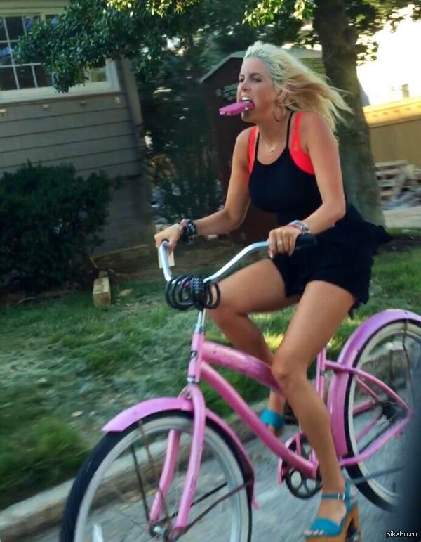 golie-devushki-na-velosipede-video-i-foto