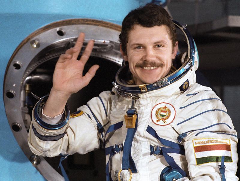 его вставить фото в костюм космонавта топчаны