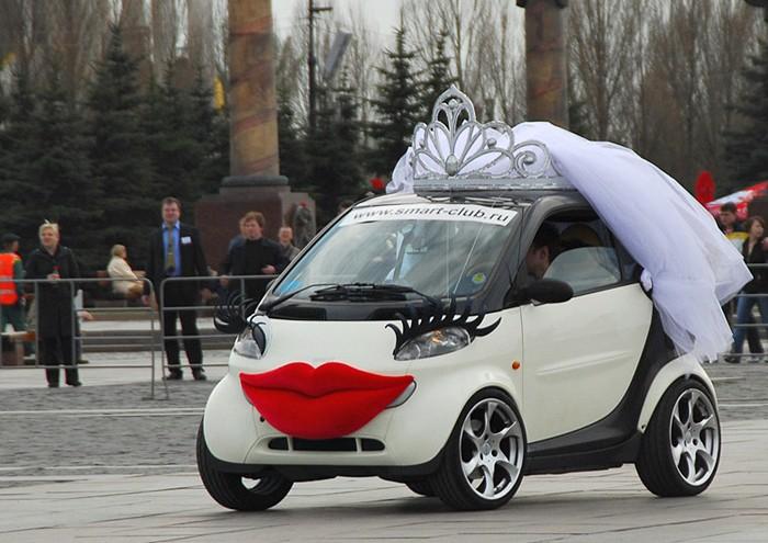 Женский автомобиль априори должен привлекать к себе внимание. девушки, женские авто, прикол, юмор