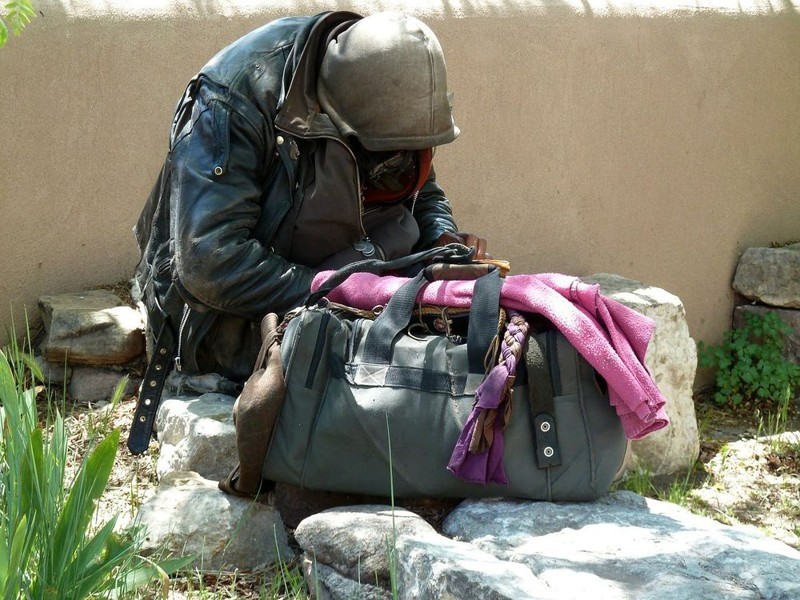 В нашем обзоре собраны малоизвестные, а порой и откровенно шокирующие факты о людях, к которым приклеился штамп «без определённого места жительства».  бездомный, бездомный человек, бомж