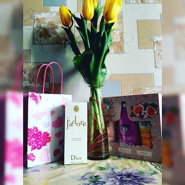 …цветы и духи. 8 марта, девушки, праздник, юмор