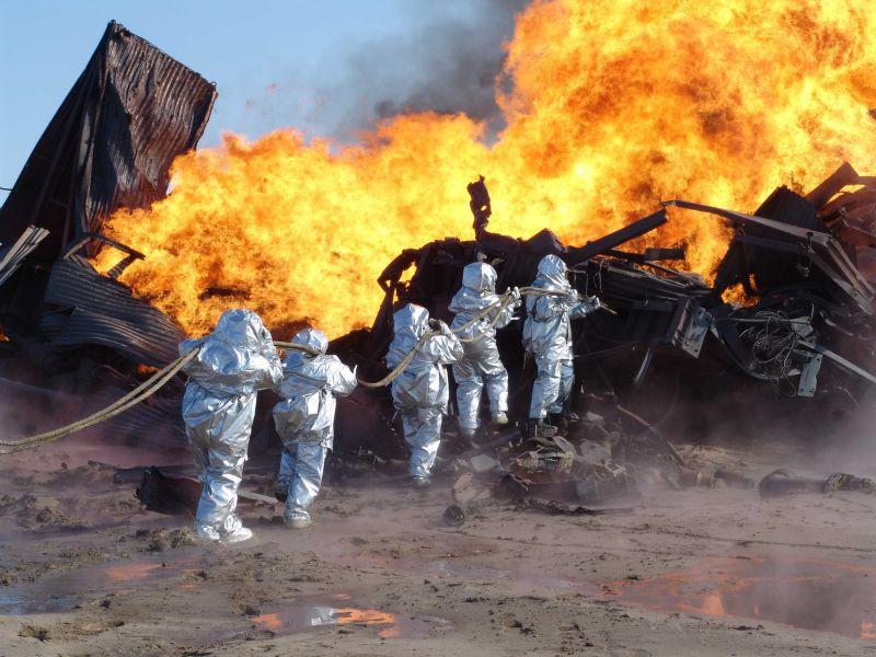 Пожар на нефтяном месторождении. офис, профессии, работа, юмор
