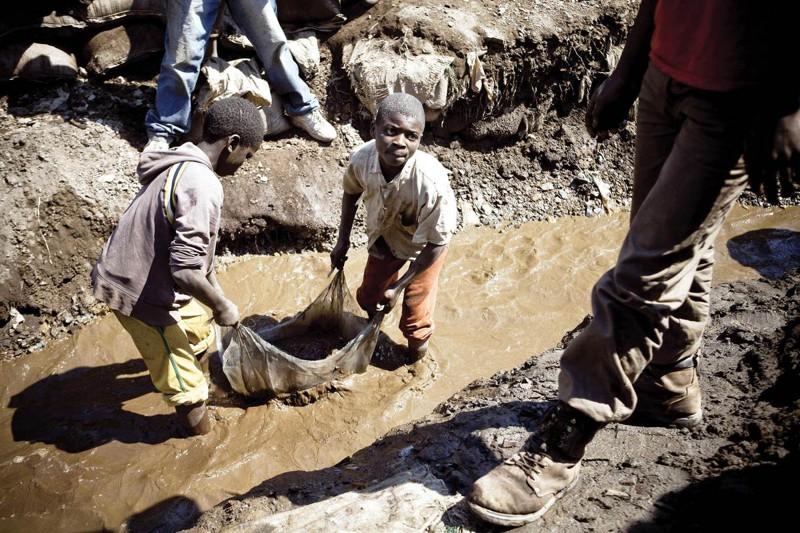 Использование детского труда в Африке в порядке вещей. офис, профессии, работа, юмор