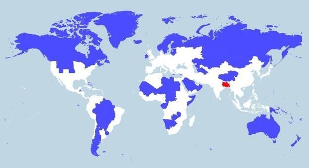 2. Этот красный участок на карте вмещает столько же населения, сколько голубые. Красный участок покрывает Уттар-Прадеш, Бенгалию, Бихар, Джаркханд и Бангладеш. индия, интересное, население, факты
