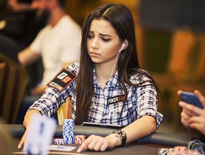 Российская модель стала участником команды покерных профессионалов