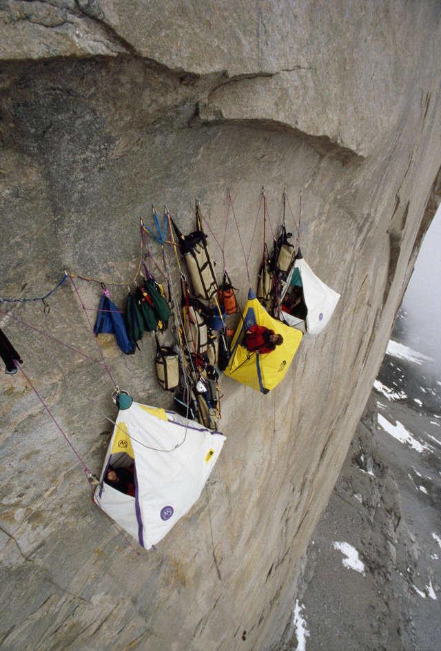 Лагерь на скале спорт, ужас, экстрим