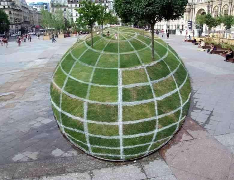 4. 4. Оптическая иллюзия рядом с парижской мэрией: возможно, вы думаете, что это шар, но это плоская земля мир, природа, странности, фотографии, человек