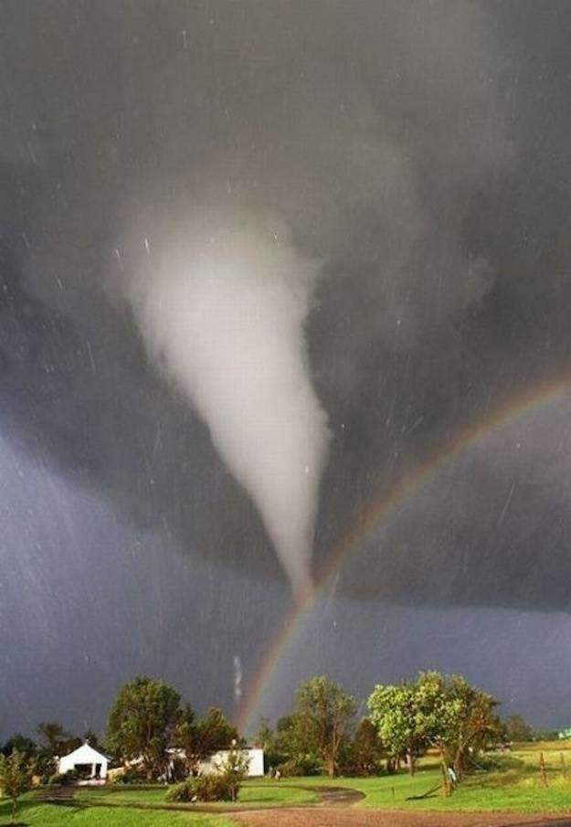 14. 14. Торнадо и радуга над Канзасом мир, природа, странности, фотографии, человек