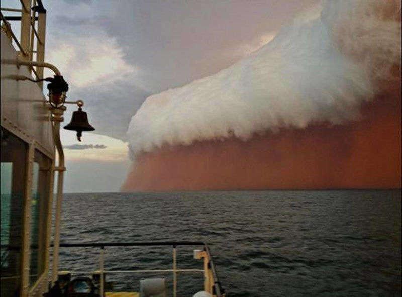 1. Пылевая буря над океаном у берегов Австралии мир, природа, странности, фотографии, человек
