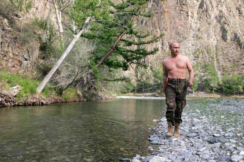 А нынешний президент в тот год отметился весьма интересной фотосессией без рубашки в горах Западного Саяна 2007 год, воспоминания, история, ностальгия