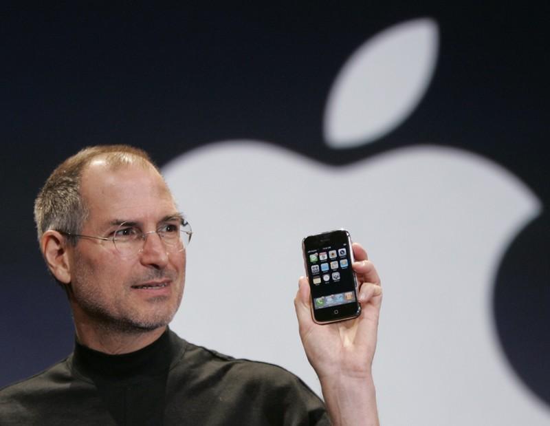 9 января, в самом начале года, компания Apple представила первое поколение смартфона iPhone 2007 год, воспоминания, история, ностальгия