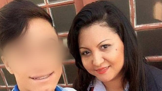 Мать помогла сыну в туалете