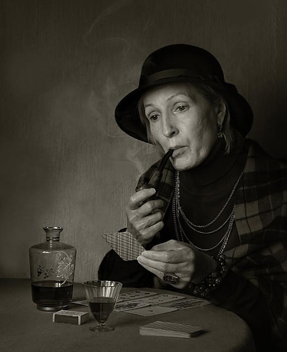 фото курящих старых дам - 7