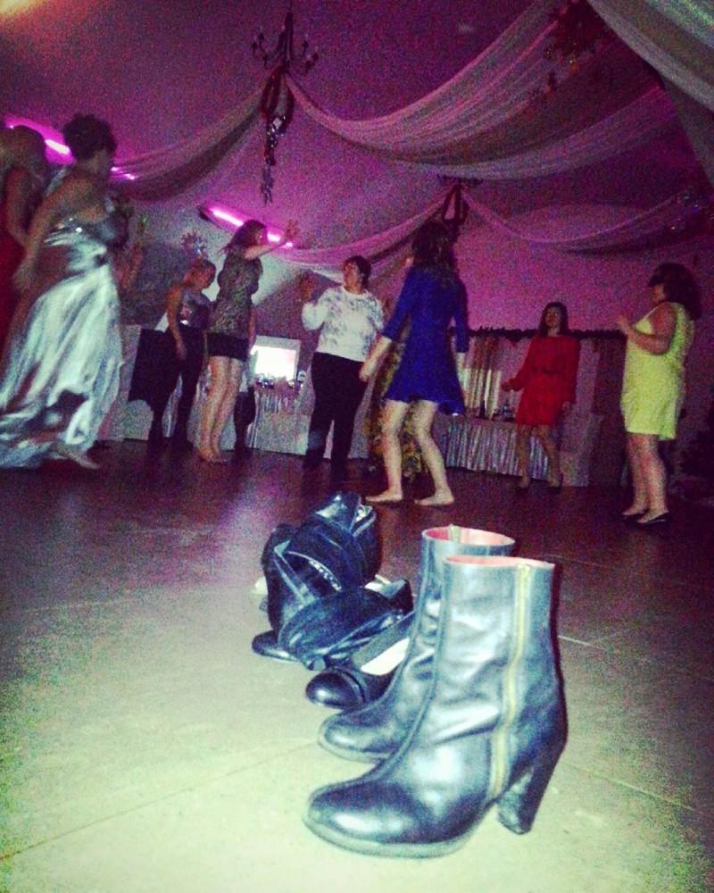 На настоящих танцах обувь нужно снимать! девушки, деревня, жизненно, правда, село