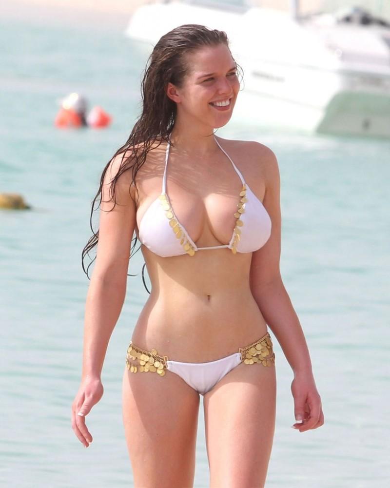Celebrities bikinis natural — img 7