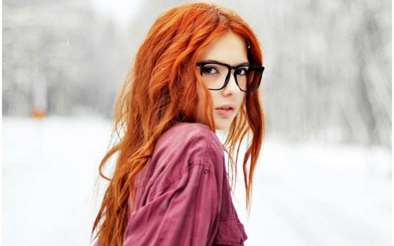 Нежный поцелуй рыжая в очках