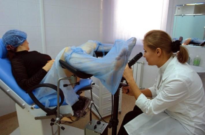 Японки, на приеме у гинеколога на кресле фото все