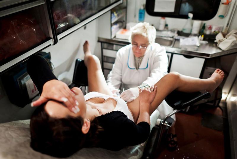 Девочка пришла к гинекологу скрытая камера