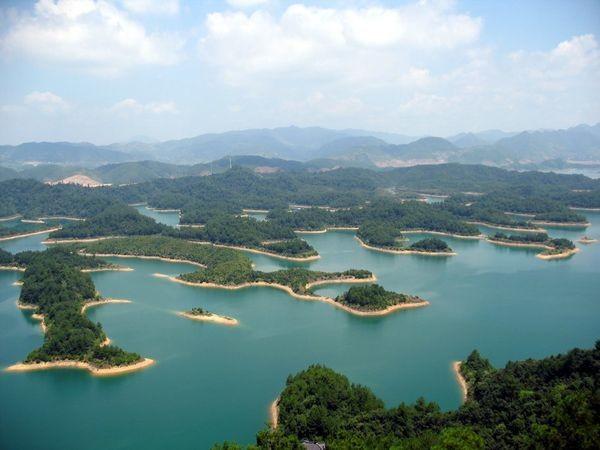 Озеро тысячи островов Цяньдаоху, на дне которого покоятся старинные города