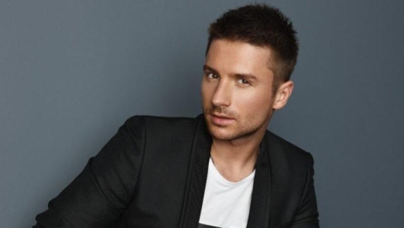 Кто из певцов известных гей