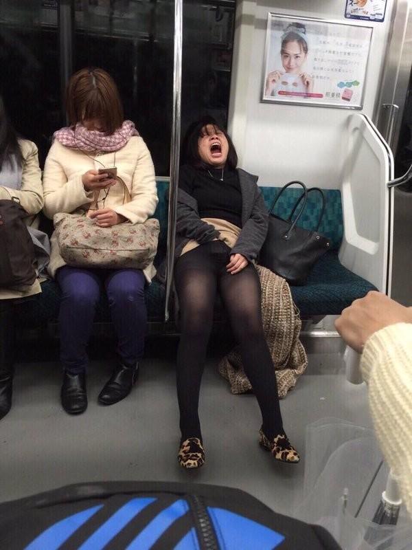 девушки фото в метро подсматриваниe