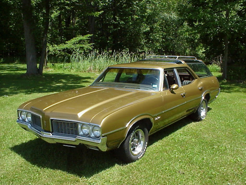 6. OLDSMOBILE VISTA CRUISER 455