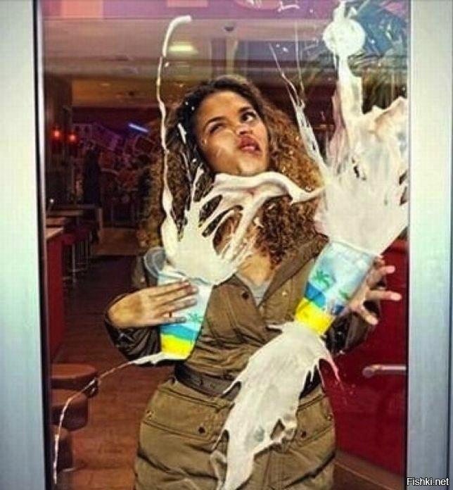 Днем, смешные картинки девочка у стекла