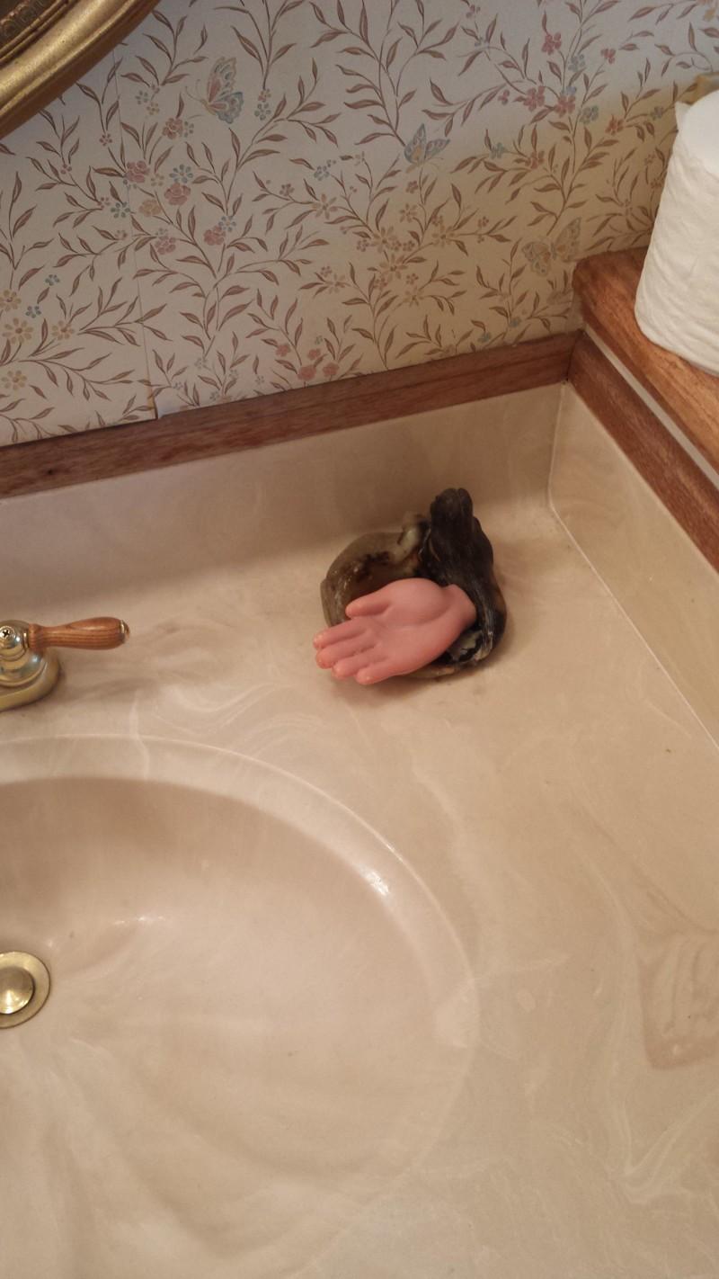 9. Мыло в виде руки мир, странность, фотографиями