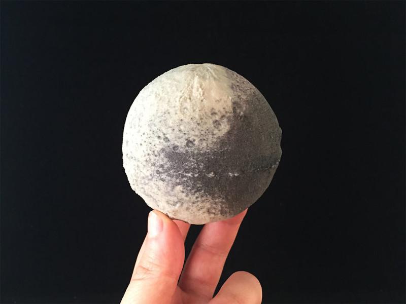 япет спутник сатурна фото изюминкой