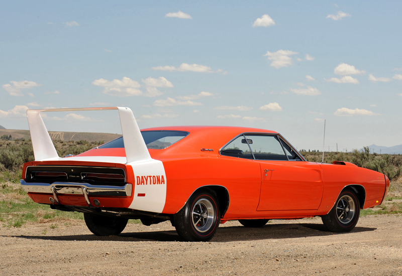 1969 Dodge Charger Daytona и его собрат 1970 Plymouth Superbird американские авто, масл-кар, мускул-кар
