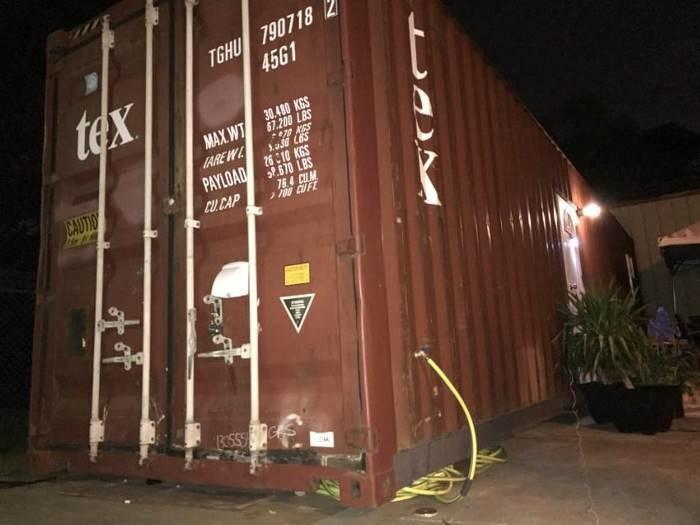 Внутри этого неказистого контейнера скрывается потрясающее жилище жилище, контейнер