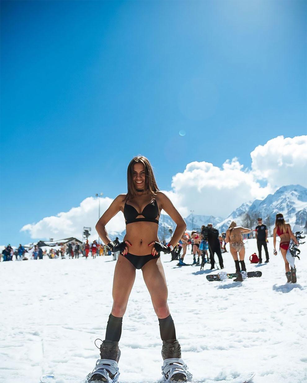 Секс на снегу в горах видео #7