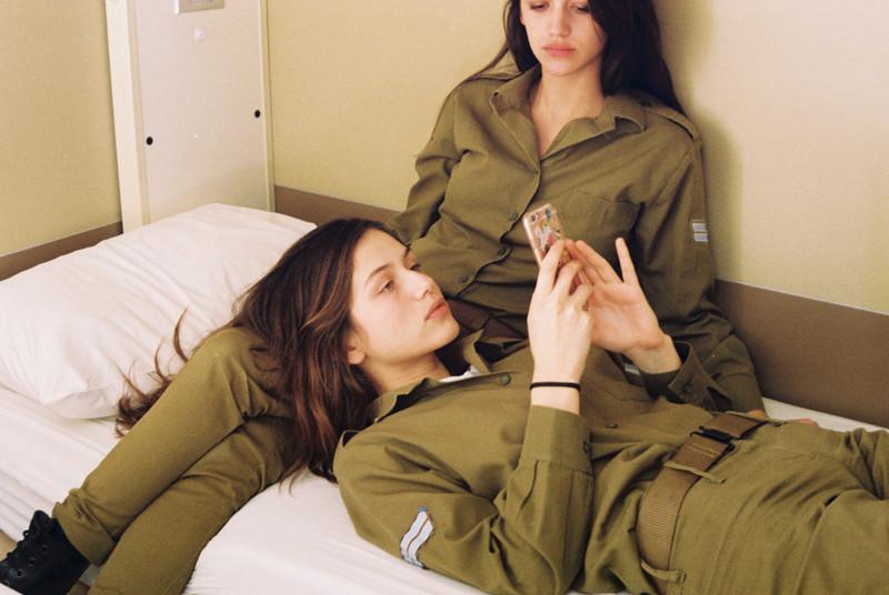 Сняли секс на видео в армии