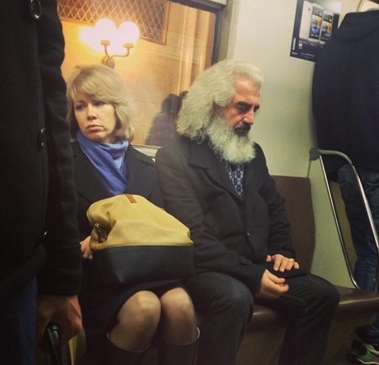 Даже Карл Маркс порой катается в метро в мире, двойники, знаменитость, люди