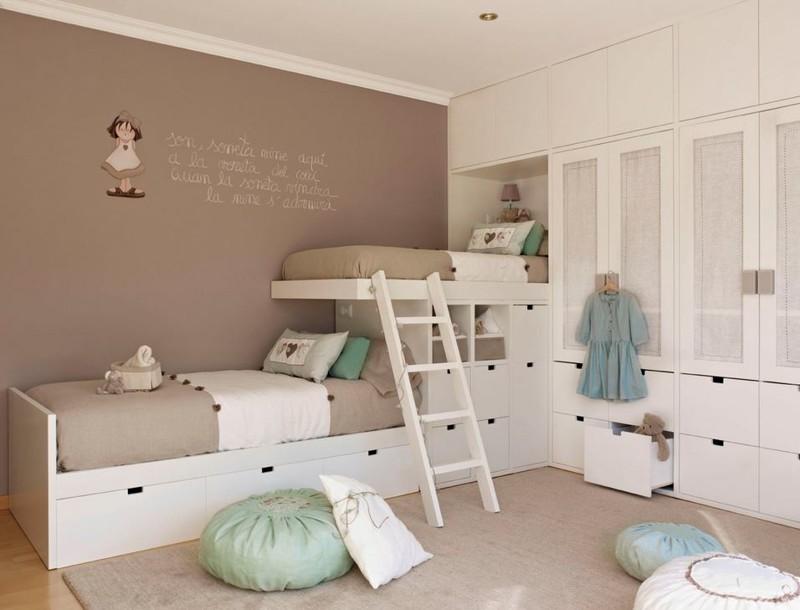 К самими кроватям можно добавить шкафы и ящики для хранения вещей двухъярусная кровать, дизайн, идеи, маленькая квартира