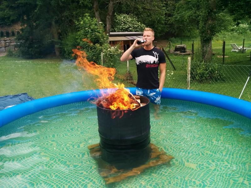 Как подогреть воду в бассейне горячая вода, отключили воду, прикол