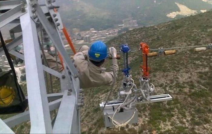 11. Представляете, какое напряжение в этих проводах круто, опасная работа, фото, электрик, электромонтажник