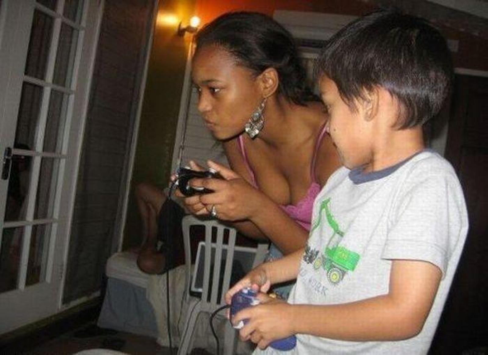 Тётя совращает племянника фото, Грудастая тетя соблазнила молоденького племянника 18 фотография