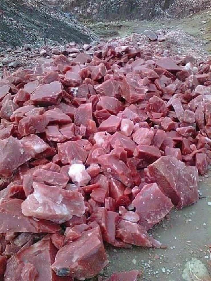 8. Малиновый кварцит — камень похожий на мясо Прикольные фото, животные, чудеса