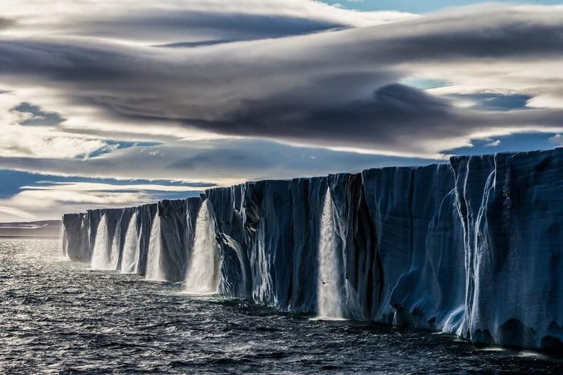 7. «Когда наш корабль подошел к леднику, я был потрясен, увидев серию водопадов из тающего льда» Прикольные фото, животные, чудеса
