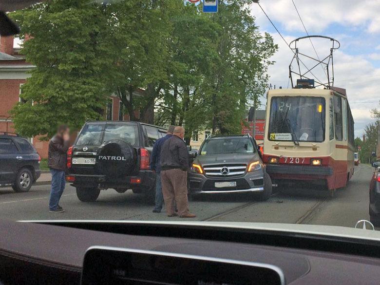 дтп с трамваем и мерседесом в санкт-петербурге