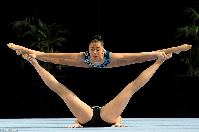 gimnastki-foto-zasvet-zhenshina-pered-seksom-delaet-klizmu