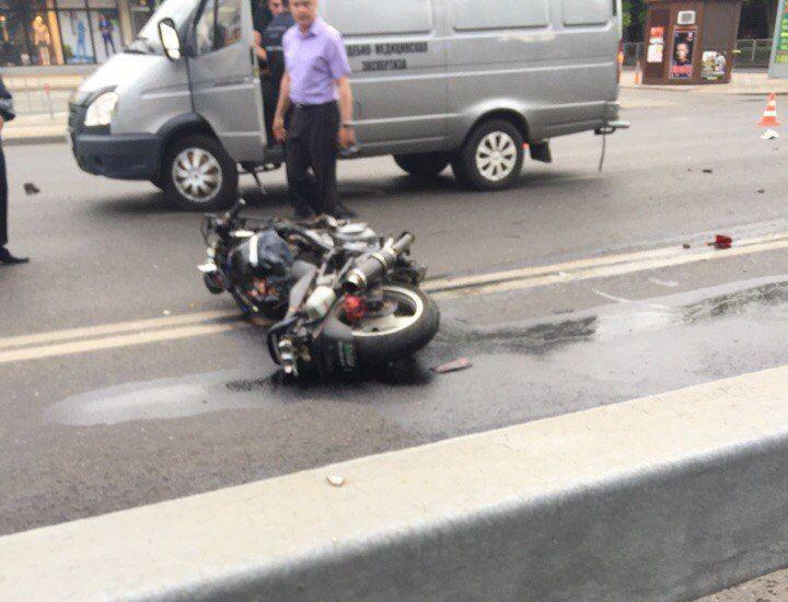 Авария дня. Три человека погибли в страшном ДТП в Краснодаре авария, авария дня, авто, авто авария, видео, дтп, мотоцикл, мотоциклист, смертельное дтп