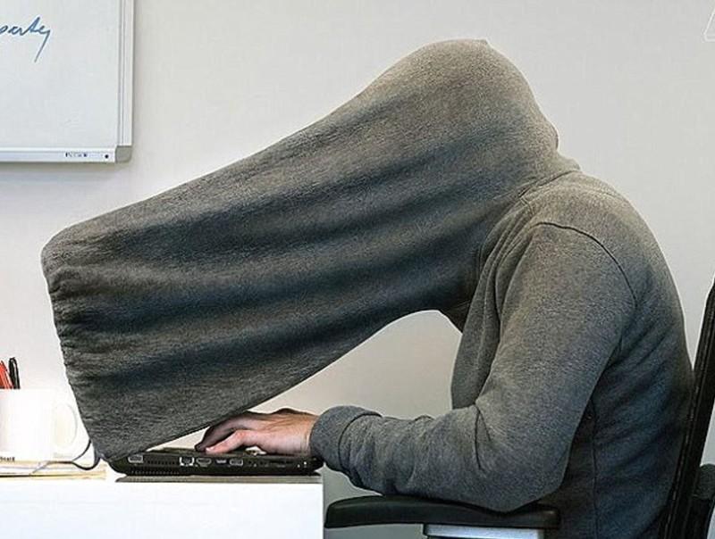 Капюшон для приватной работы за компьютером бессмысленные идеи, бессмыслица, глупо, дурацкие изобретения, идиотизм, изобретатели, изобретения, смешно