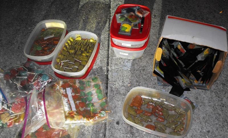 Предполагается, что сладости с наркотиком могли продавать детям и подросткам арест, криминал, метамфетамин, наркоманы, наркотики, полиция, преступление, фото