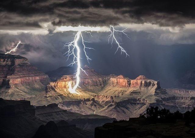 Скорость движения молнии может достигать 60 000 километров в секунду интересное, катастрофа, молнии, факты
